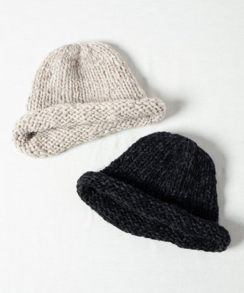 <img class='new_mark_img1' src='https://img.shop-pro.jp/img/new/icons15.gif' style='border:none;display:inline;margin:0px;padding:0px;width:auto;' />【Indietro Association】 Hand knit roll cap -2色展開-