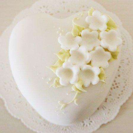 純白ハートケーキ