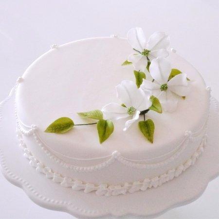 シュガーフラワーのケーキデコレーション(花水木)