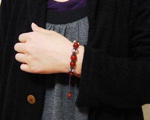 カーネリアン×オーロラ水晶 天然石パワーストーンマクラメ編みブレス 〜編みが感じさせる堅い絆 詳細画像3