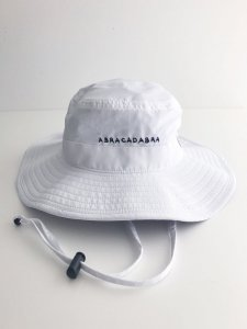 <img class='new_mark_img1' src='https://img.shop-pro.jp/img/new/icons5.gif' style='border:none;display:inline;margin:0px;padding:0px;width:auto;' />ABRACADABRA Boonie Hat White