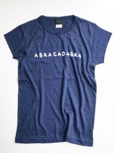 <img class='new_mark_img1' src='https://img.shop-pro.jp/img/new/icons5.gif' style='border:none;display:inline;margin:0px;padding:0px;width:auto;' />ABRACADABRA! cut Tee navy × white