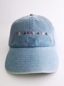 <img class='new_mark_img1' src='https://img.shop-pro.jp/img/new/icons5.gif' style='border:none;display:inline;margin:0px;padding:0px;width:auto;' />ABRACADABRA Yuigahama sp denim cap light blue