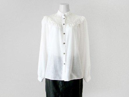 White lace  wood button blouse