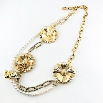 <img class='new_mark_img1' src='https://img.shop-pro.jp/img/new/icons7.gif' style='border:none;display:inline;margin:0px;padding:0px;width:auto;' />GOLD FLOWER×パールネックレス 2WAY