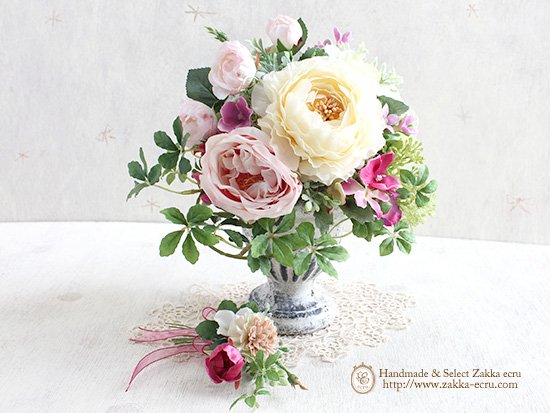 「パステルスプリング」 アートフラワーアレンジミニブーケ付  ホワイト ピンク系 ×アンティークな花器