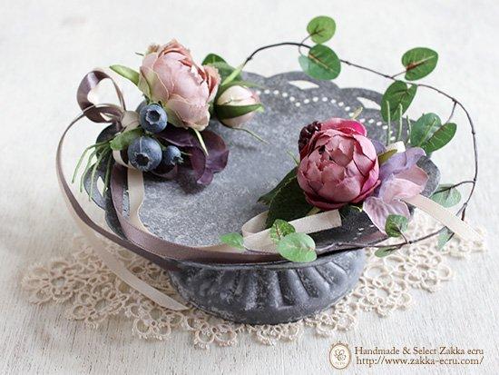 シャビーな脚付きトレイ(小)ブリキ製 お花・レースドイリー付:アートフラワー(くすみピンク紫)