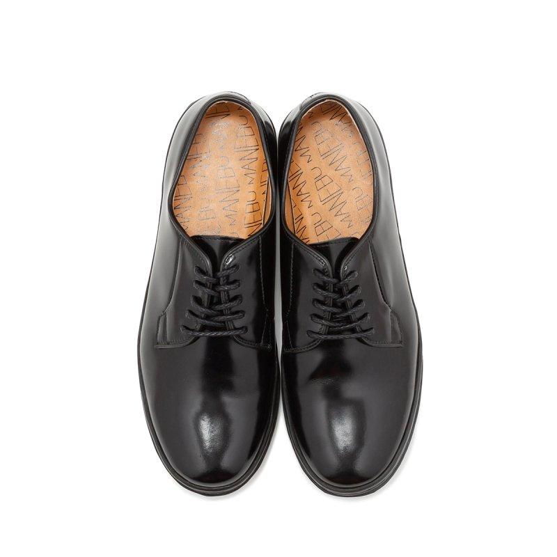 カジュアルスタイルに合わせることで、ドレスとカジュアルのバランスが取れたお洒落コーデが完成する「カジュアル革靴」。スニーカーと同じように、お洒落メンズのマストハブと呼べるかもしれません。