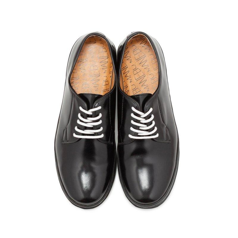 この写真(↑)と次の写真(↓)を見比べてもらうと分かりやすいのですが、つま先の形(シルエット)は、結構革靴の印象を左右します。