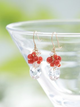 <img class='new_mark_img1' src='//img.shop-pro.jp/img/new/icons14.gif' style='border:none;display:inline;margin:0px;padding:0px;width:auto;' />red coral × quartz fringe short pierced earrings