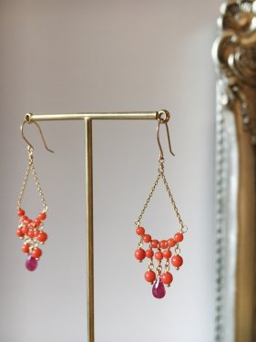 <img class='new_mark_img1' src='//img.shop-pro.jp/img/new/icons14.gif' style='border:none;display:inline;margin:0px;padding:0px;width:auto;' />red coral & ruby chandelier pierce(イヤリング変更可能)