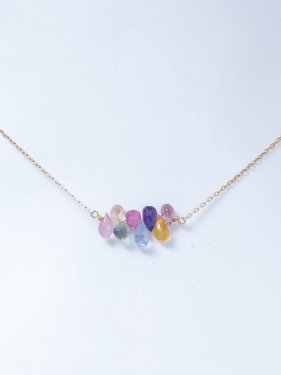 <img class='new_mark_img1' src='//img.shop-pro.jp/img/new/icons14.gif' style='border:none;display:inline;margin:0px;padding:0px;width:auto;' />white coral & multicolored sapphire  necklace