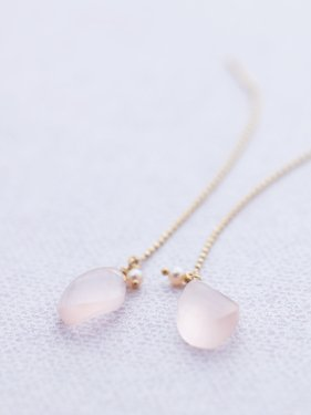 <img class='new_mark_img1' src='//img.shop-pro.jp/img/new/icons14.gif' style='border:none;display:inline;margin:0px;padding:0px;width:auto;' />Rose quartz pierce 〜fee du printemps〜(イヤリング制作可能)