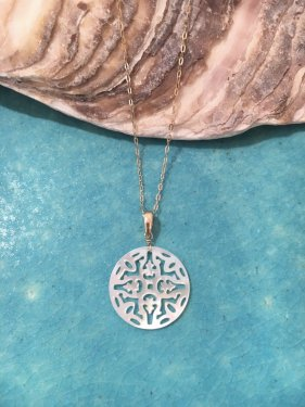 round shell pendant top