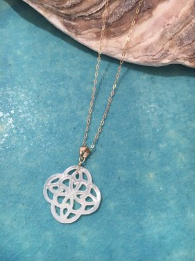 clover shell pendant top