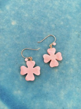 pink coral & clover shell pierce(イヤリング取替可能)