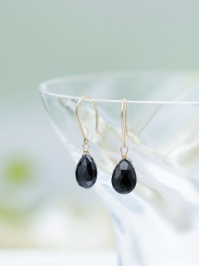 K18 black spinel drop pierce (M)(イヤリング取替無料)