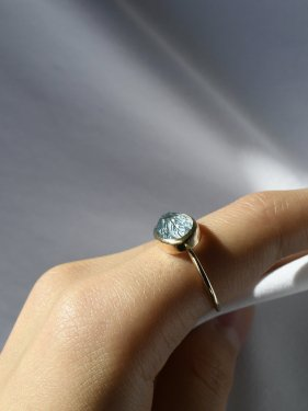 <img class='new_mark_img1' src='https://img.shop-pro.jp/img/new/icons14.gif' style='border:none;display:inline;margin:0px;padding:0px;width:auto;' />carving stone ring(blue topaz)