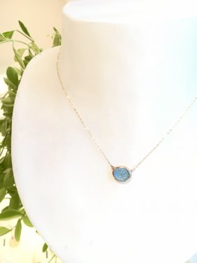 <img class='new_mark_img1' src='//img.shop-pro.jp/img/new/icons14.gif' style='border:none;display:inline;margin:0px;padding:0px;width:auto;' />carving stone necklace〜bluetopaz~