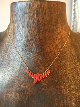 K10  red coral fringe necklace