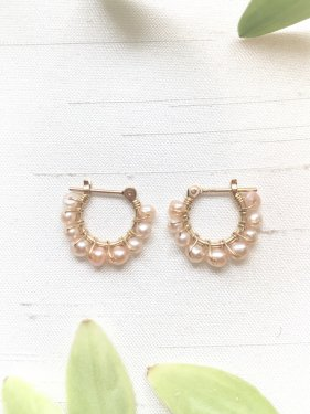 <img class='new_mark_img1' src='https://img.shop-pro.jp/img/new/icons14.gif' style='border:none;display:inline;margin:0px;padding:0px;width:auto;' />petit hoop pierce(pink pearl)