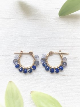 <img class='new_mark_img1' src='https://img.shop-pro.jp/img/new/icons14.gif' style='border:none;display:inline;margin:0px;padding:0px;width:auto;' /> petit hoop pierce(lapis lazuli mix  )