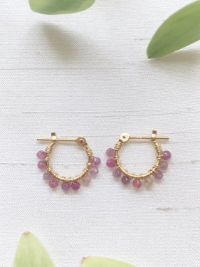 <img class='new_mark_img1' src='https://img.shop-pro.jp/img/new/icons14.gif' style='border:none;display:inline;margin:0px;padding:0px;width:auto;' /> petit hoop pierce(pink sapphire )