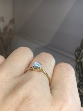 <img class='new_mark_img1' src='https://img.shop-pro.jp/img/new/icons14.gif' style='border:none;display:inline;margin:0px;padding:0px;width:auto;' />K18 rainbow moonstone ring