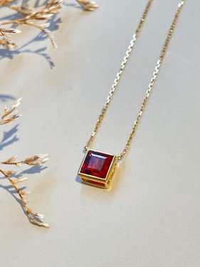 <img class='new_mark_img1' src='https://img.shop-pro.jp/img/new/icons14.gif' style='border:none;display:inline;margin:0px;padding:0px;width:auto;' />K18  CUBE pendant top (garnet)