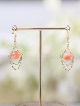 K18 pink coral globe pierced earrings