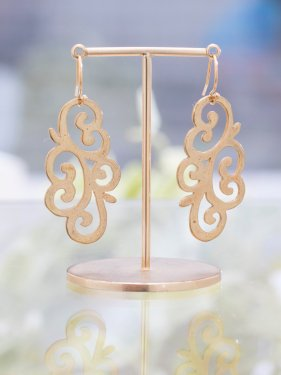 <img class='new_mark_img1' src='//img.shop-pro.jp/img/new/icons14.gif' style='border:none;display:inline;margin:0px;padding:0px;width:auto;' />Arabesque��flower��pierced earrings��