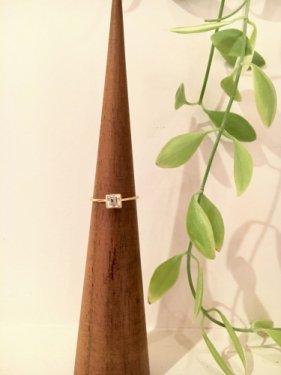 ku ring(white topaz)