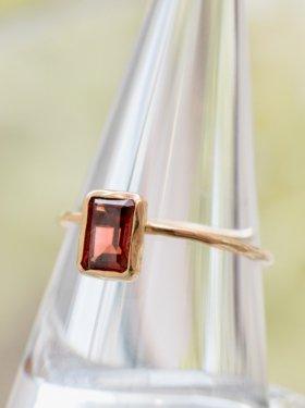 ASHI & SHI  ring (garnet)