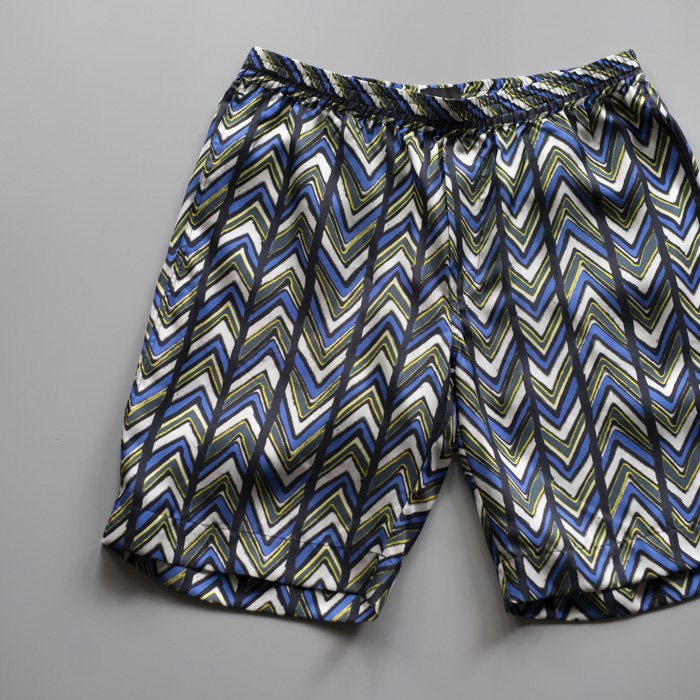BANANATIME / RELAXED SHORT / CHEVRON SAFARI BLUE