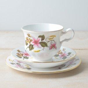 ビンテージ トリオ<br>「Gainsborough/ゲインズバラ社」 BONE CHINA 秋色な花柄