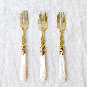 ビンテージ ケーキフォーク<br>真鍮と白蝶貝ハンドル