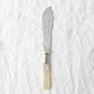 ビンテージ バターナイフ<br>シルバープレート白蝶貝ハンドル