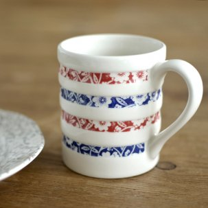 【ANTRO限品】Burleigh calico blue&red<br>フープドマグ<img class='new_mark_img2' src='//img.shop-pro.jp/img/new/icons14.gif' style='border:none;display:inline;margin:0px;padding:0px;width:auto;' />