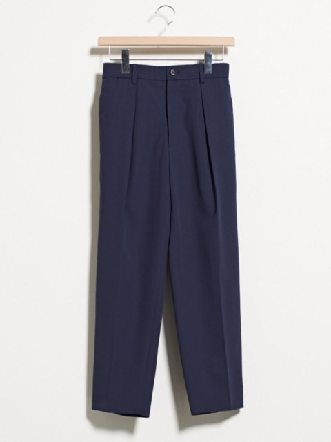<img class='new_mark_img1' src='//img.shop-pro.jp/img/new/icons1.gif' style='border:none;display:inline;margin:0px;padding:0px;width:auto;' />1 TUCK PEGTOP TROUSERS : ネイビー【 MARKA WARE 2017SS 】