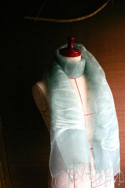 草木染めシルクスカーフ 横糸 ブルー