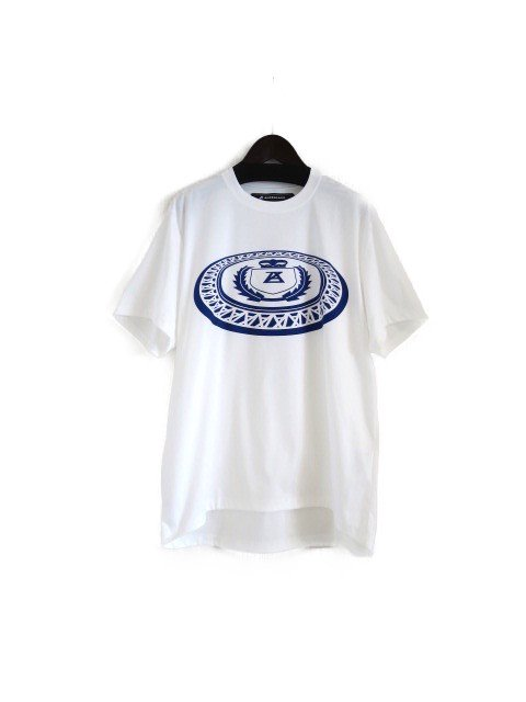 <img class='new_mark_img1' src='https://img.shop-pro.jp/img/new/icons1.gif' style='border:none;display:inline;margin:0px;padding:0px;width:auto;' />『ANREALAGE』LOW ANGLE EMBLEM PRINT TEE SHIRT (ホワイト)