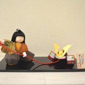 古布ちりめん木目込人形 「かぶと引き」