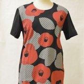 和柄Tシャツ 椿咲く 黒