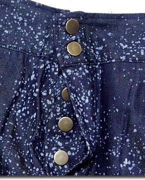変形シルエットで注目度バツグン!星屑の様な細かいペイント模様の多ボタンサルエルパンツ!