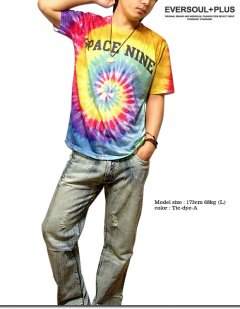 タイダイ柄は今季マストバイアイテム!カラフルなタイダイ柄のビッグロゴナンバープリントTシャツ!