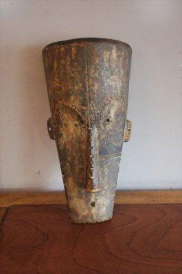 アフリカ木彫りのお面.b