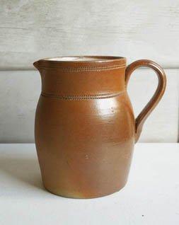 陶器ピッチャー