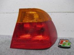 E46 3シリーズ BMW 右テールランプ/レンズ/ライト 8 364 922/8364922 (93041)