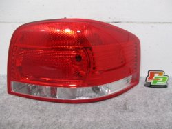 【新品】新品! A3 8P系 アウディ/Audi 右テールランプ/ライト/レンズ 社外品 8P0 945 096 A 8P0945096A(93335)