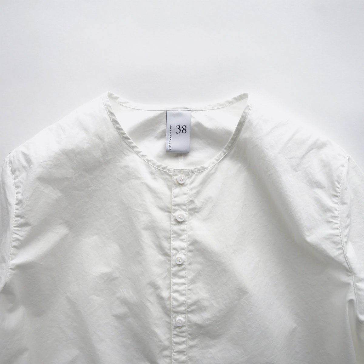 NO CONTROL AIR 60/1 SUPIMA COTTON TYPEWRITER NO COLLAR SHIRT (off white)3